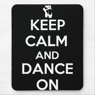 Guarde la calma y baile encendido alfombrillas de ratón