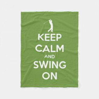 Guarde la calma y balancee en golf verde
