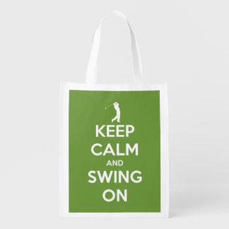 Guarde la calma y balancee en reutilizable bolsas de la compra