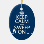 Guarde la calma y bárrala en (encrespándose) (cual ornamento de navidad