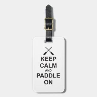 Guarde la calma y bátase encendido etiquetas de equipaje
