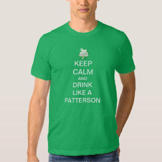 Guarde la calma y beba como Patterson Poleras