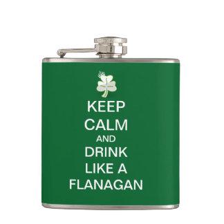 Guarde la calma y beba como un Flanagan Petaca