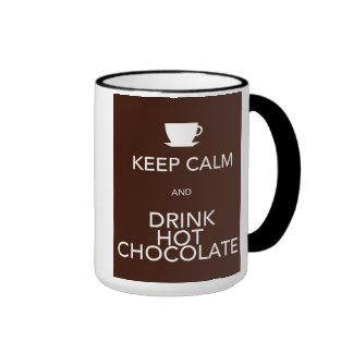 Guarde la calma y beba el chocolate caliente taza de café