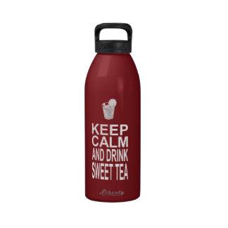Guarde la calma y beba el té dulce botellas de agua reutilizables