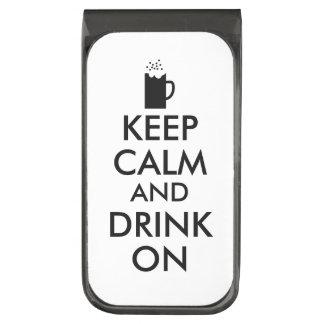 Guarde la calma y beba en amantes de la cerveza de clip para billetes plomizo