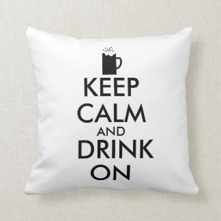 Guarde la calma y beba en amantes de la cerveza de cojín