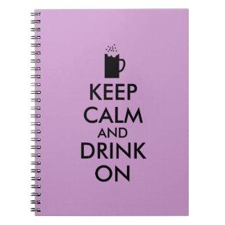Guarde la calma y beba en amantes de la cerveza de spiral notebooks