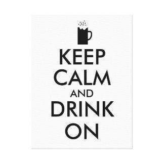 Guarde la calma y beba en amantes de la cerveza de impresión en lienzo estirada