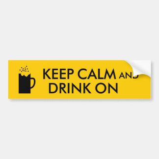 Guarde la calma y beba en amantes de la cerveza de pegatina para auto