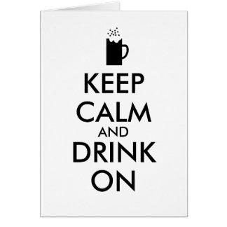 Guarde la calma y beba en amantes de la cerveza de tarjeta de felicitación