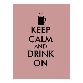 Guarde la calma y beba en amantes de la cerveza de tarjeta postal