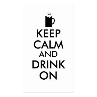 Guarde la calma y beba en amantes de la cerveza de tarjetas de visita