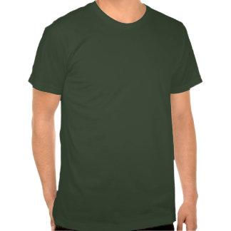 Guarde la calma y beba en el naranja del trébol t-shirts