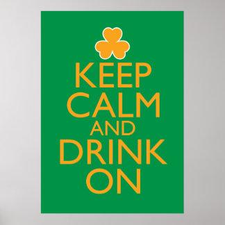 Guarde la calma y beba en el poster irlandés