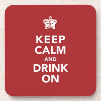 Guarde la calma y beba en el regalo del amante del posavasos de bebida