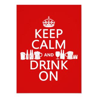 Guarde la calma y beba en (los colores adaptables) comunicado