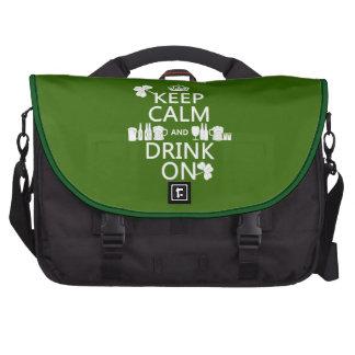 Guarde la calma y beba en (los patricks irlandeses bolsas de portatil