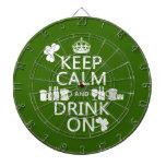 Guarde la calma y beba en (los patricks irlandeses tablero dardos