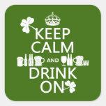 Guarde la calma y beba en (los patricks irlandeses calcomanías cuadradass