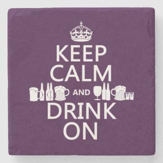 Guarde la calma y beba en (los patricks irlandeses posavasos de piedra