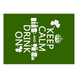 Guarde la calma y beba en (los patricks irlandeses tarjetas de visita