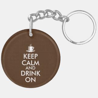 Guarde la calma y beba en personalizable del té llavero redondo acrílico a doble cara