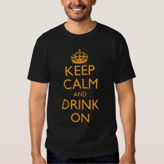 Guarde la calma y beba encendido polera