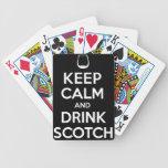 Guarde la calma y beba escocés baraja