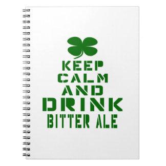 Guarde la calma y beba la cerveza inglesa amarga libro de apuntes
