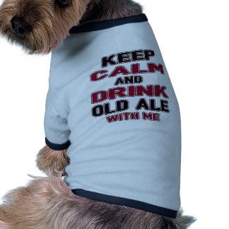 Guarde la calma y beba la cerveza inglesa vieja camiseta con mangas para perro