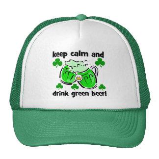 guarde la calma y beba la cerveza verde gorro