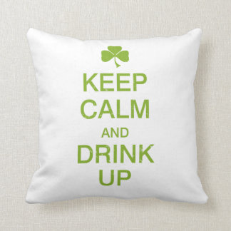 Guarde la calma y beba para arriba almohada