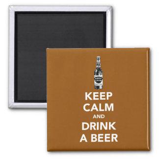 Guarde la calma y beba un imán de la cerveza