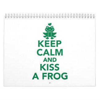 Guarde la calma y bese una rana calendario de pared