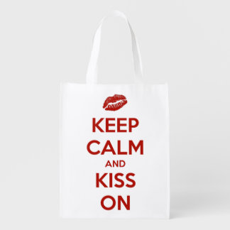 Guarde la calma y bésese en rojo y el blanco bolsas para la compra