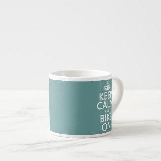 Guarde la calma y Bike en (cualquier color) Tazitas Espresso