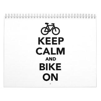 Guarde la calma y bike encendido calendarios de pared