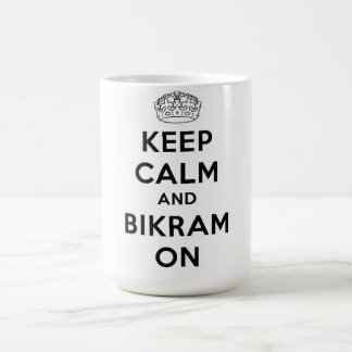 Guarde la calma y Bikram en la taza