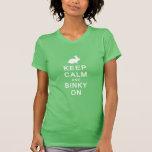 Guarde la calma y Binky en la camiseta de las