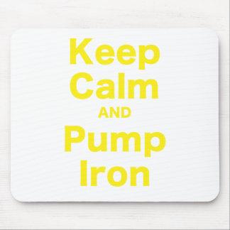 Guarde la calma y bombee el hierro mouse pads