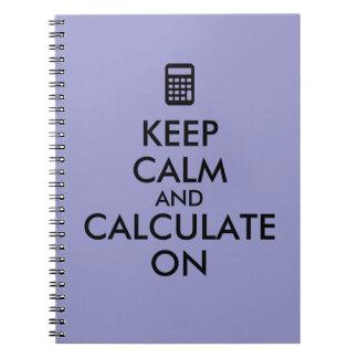 Guarde la calma y calcule en personalizado de la cuadernos