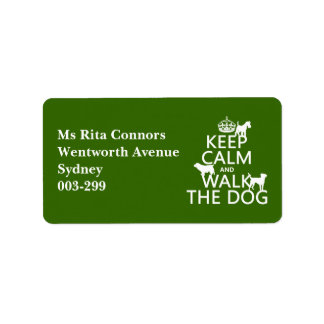Guarde la calma y camine el perro - todos los colo etiquetas de dirección