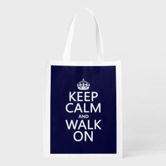 Guarde la calma y camine en (cualquier color de bolsas para la compra