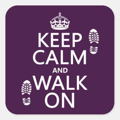 Guarde la calma y camine en (cualquier color de pegatina cuadrada