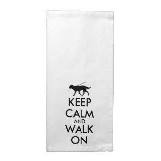 Guarde la calma y camine en el perro Labrador que Servilletas De Papel