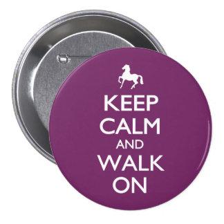 Guarde la calma y camine encendido pin redondo de 3 pulgadas