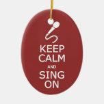 Guarde la calma y cante en el ornamento de encargo adorno ovalado de cerámica