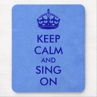 Guarde la calma y cante en el papel de Kraft azul Tapete De Raton