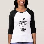 Guarde la calma y cante encendido camiseta
